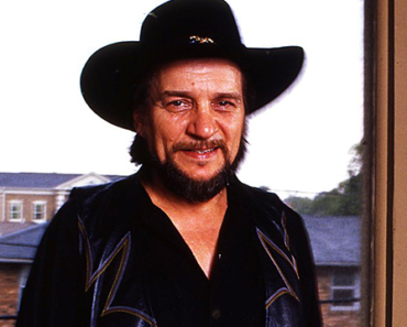 """The Story Behind The Song: """"Luckenbach, Texas (Back To The Basics Of Love)"""" – Waylon Jennings"""