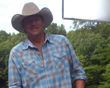 Alan Jackson Reveals Why He's Always Wearing a Cowboy Hat