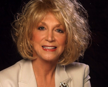 """The Story Behind The Song: """"Don't Touch Me"""" – Jeannie Seely"""
