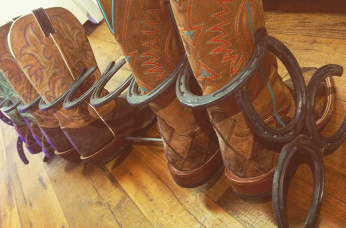 Boot Rack out of Horseshoes