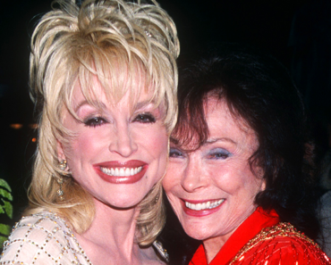 The Truth About Dolly Parton's Friendship With Loretta Lynn