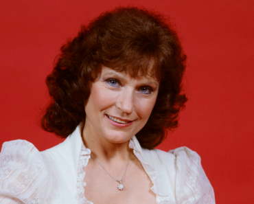 """The Story Behind The Song: 'Don't Come Home A-Drinkin"""" – Loretta Lynn"""