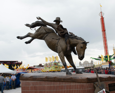 Chris LeDoux Statue Unveiled For Cheyenne Frontier Days' 125th Anniversary